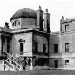 A black and white photograph of indeterminate age, showing Chiswick House showing the wings demolished in the 1950's